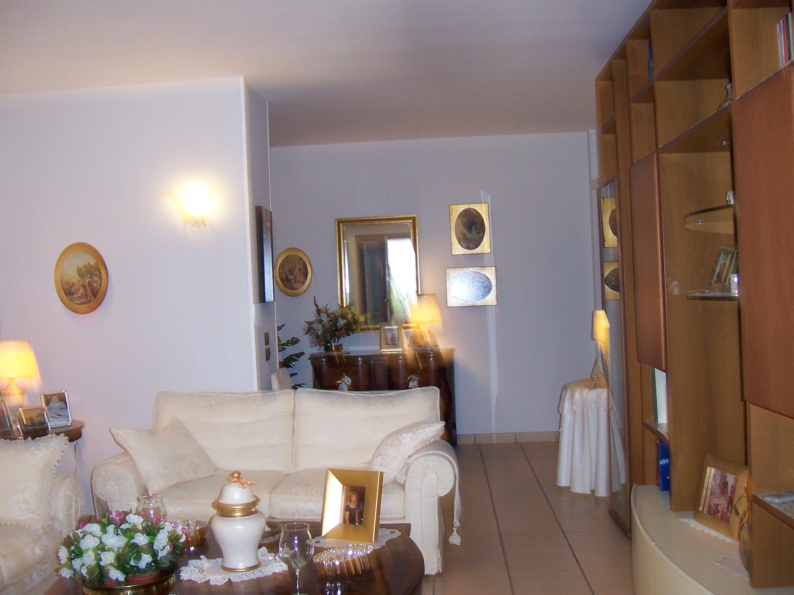 Affittasi location signorile appartamento comune di for Appartamenti arredati napoli