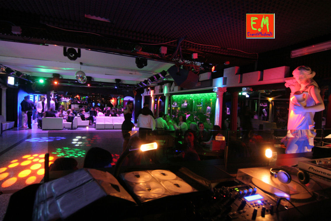 Affittasi location discoteca piccola per feste private for Superstudio arredamento