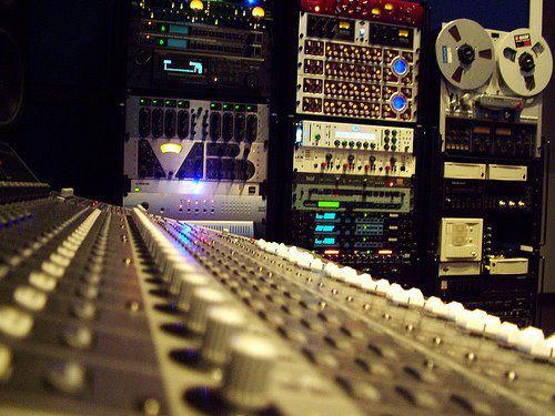 Affittasi location studio di registrazione miragu for Affittasi studio