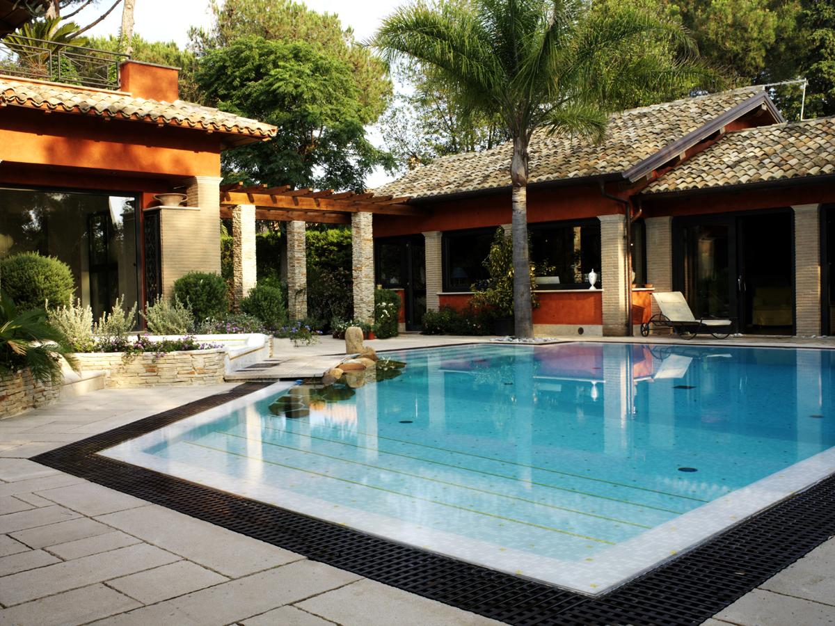 Affittasi location villa con piscina miragu - Palestra con piscina ...