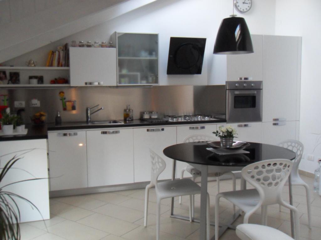 Affittasi location mansarda miragu - Cucine per mansarda ...