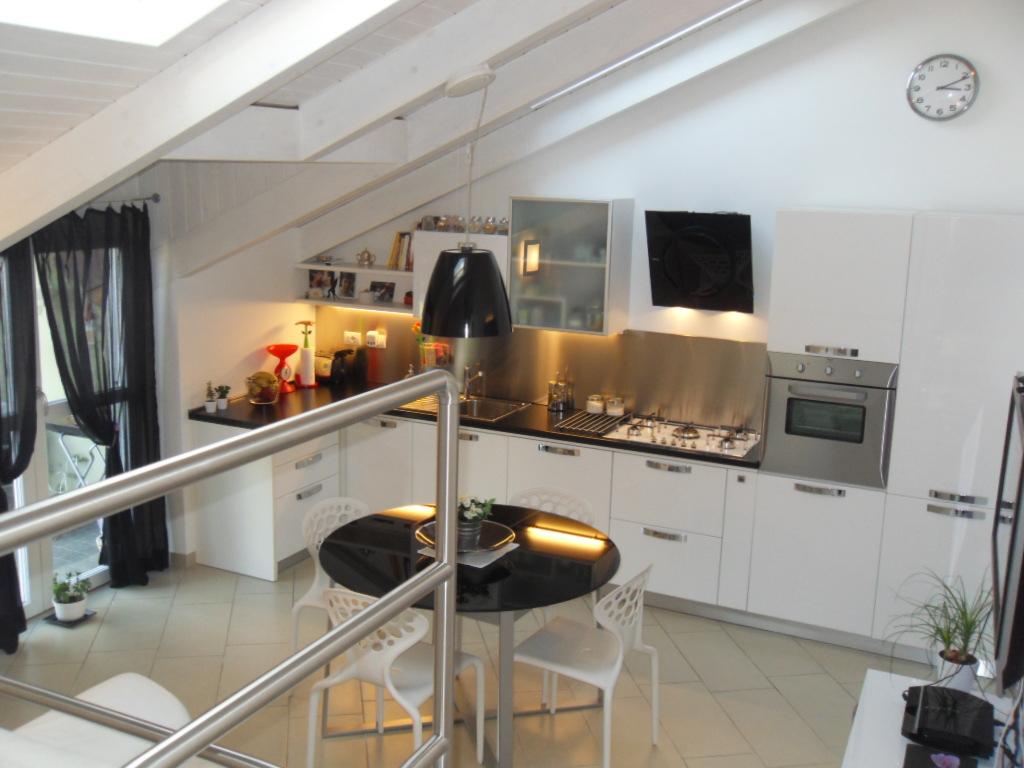 Affittasi location mansarda miragu - Cucine in mansarda ...