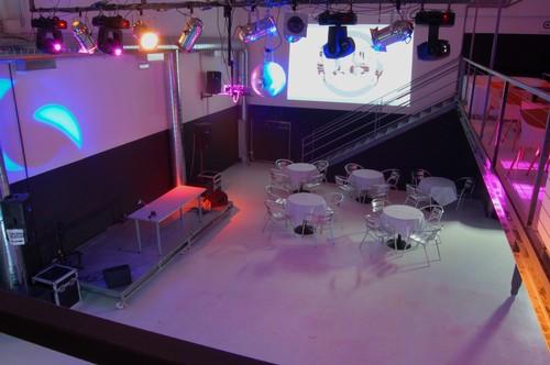 Affittasi location capannone loft locations per feste for Capannone in stile