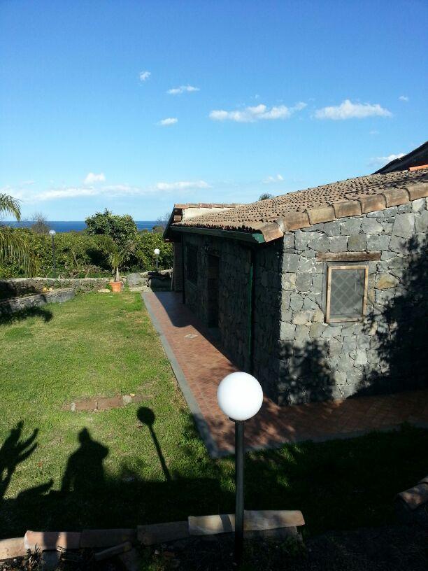 Affittasi location casa indipendente catania centro per for Monovano arredato affitto catania