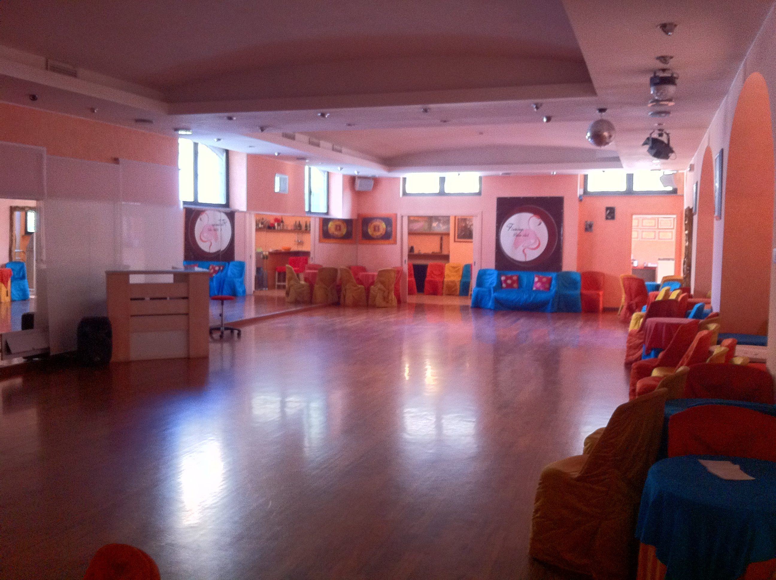 Piccole Sale Per Feste : Affittasi location capannone loft locations per feste private