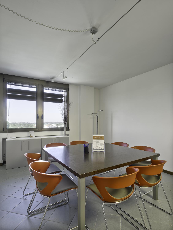Affittasi location uffici arredati miragu for Uffici arredati bologna