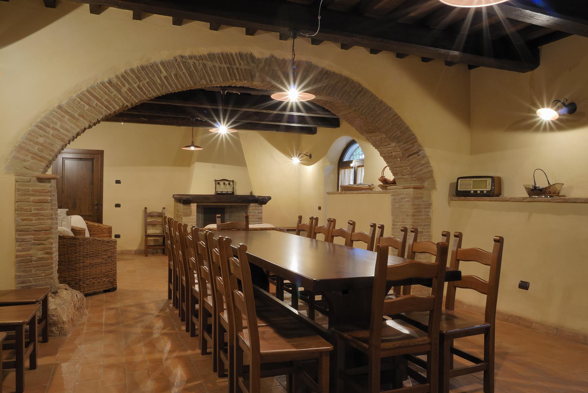 Affittasi location podere urbani miragu for Arredamento taverna rustica
