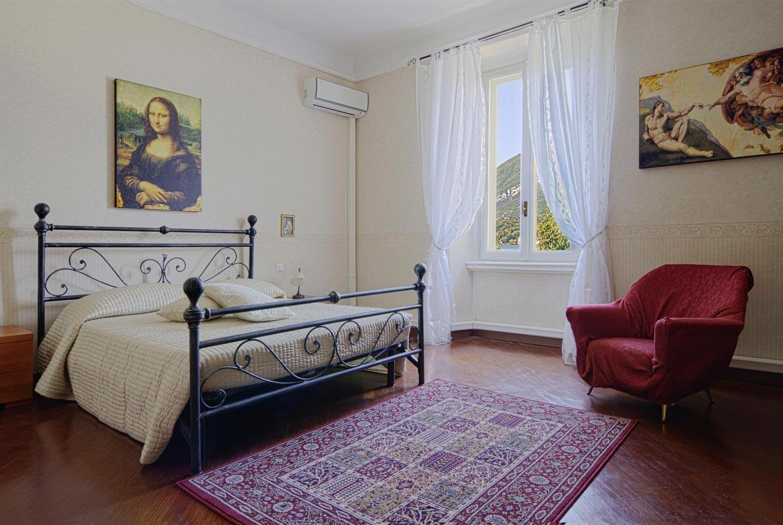 Affittasi location appartamento fronte lago il sogno miragu - Quadri sopra il letto ...