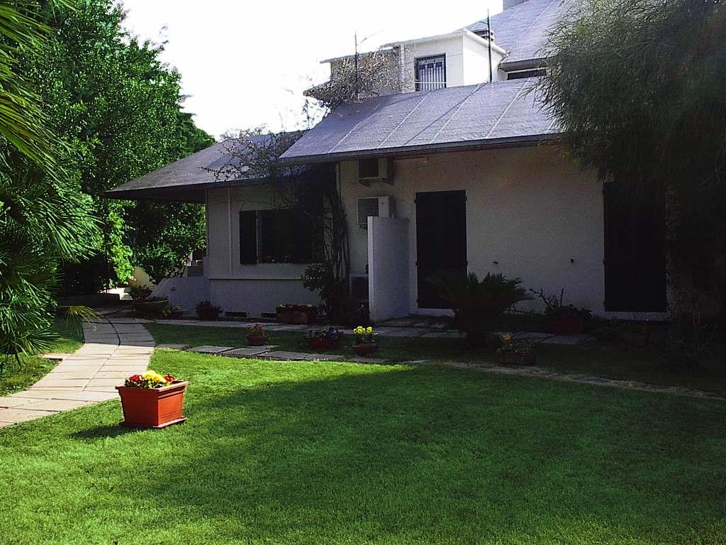Affittasi location grande casa al mare con giardino miragu - Case affitto vinovo con giardino ...