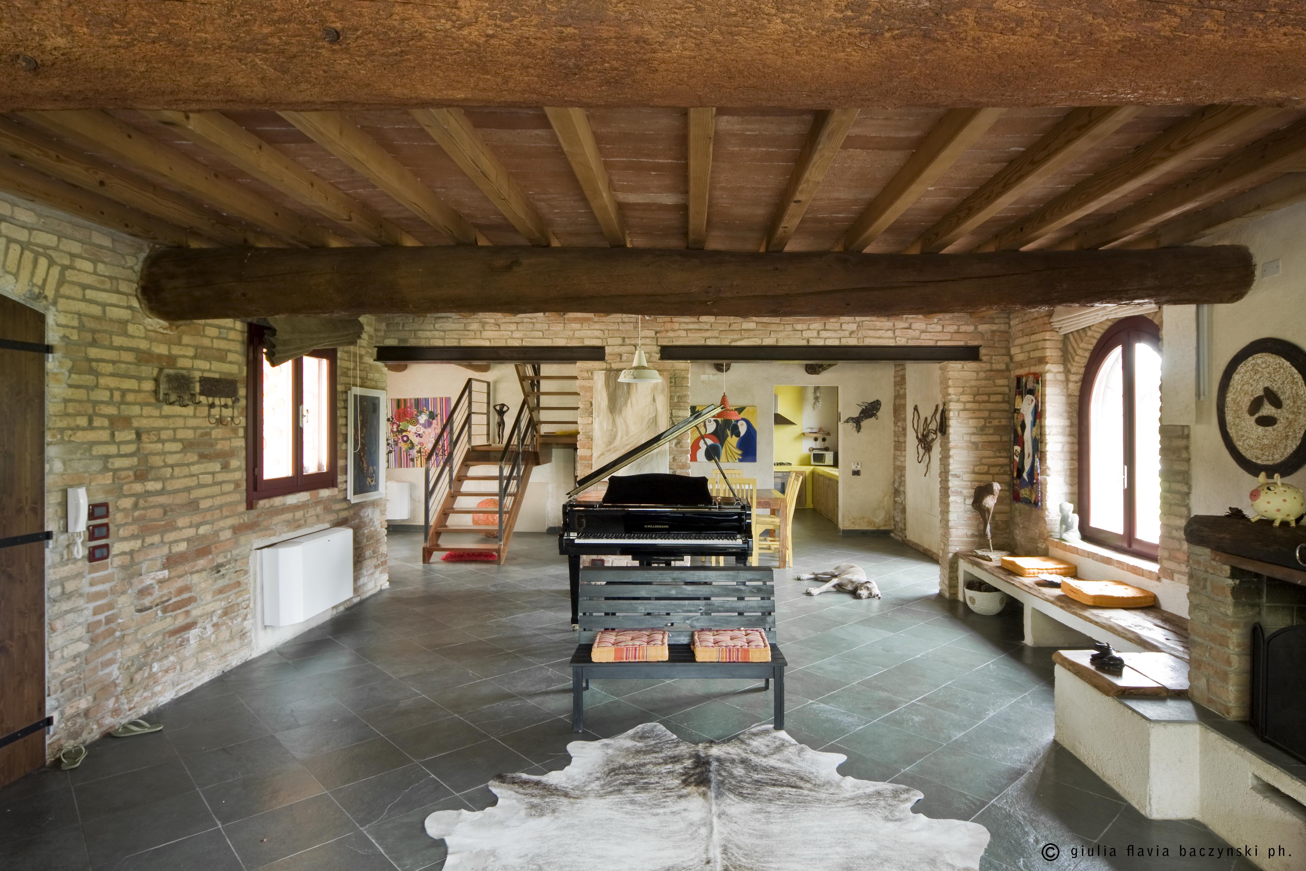 Affittasi location corte ronchi curtatone miragu for Piccoli piani di progettazione di edifici commerciali