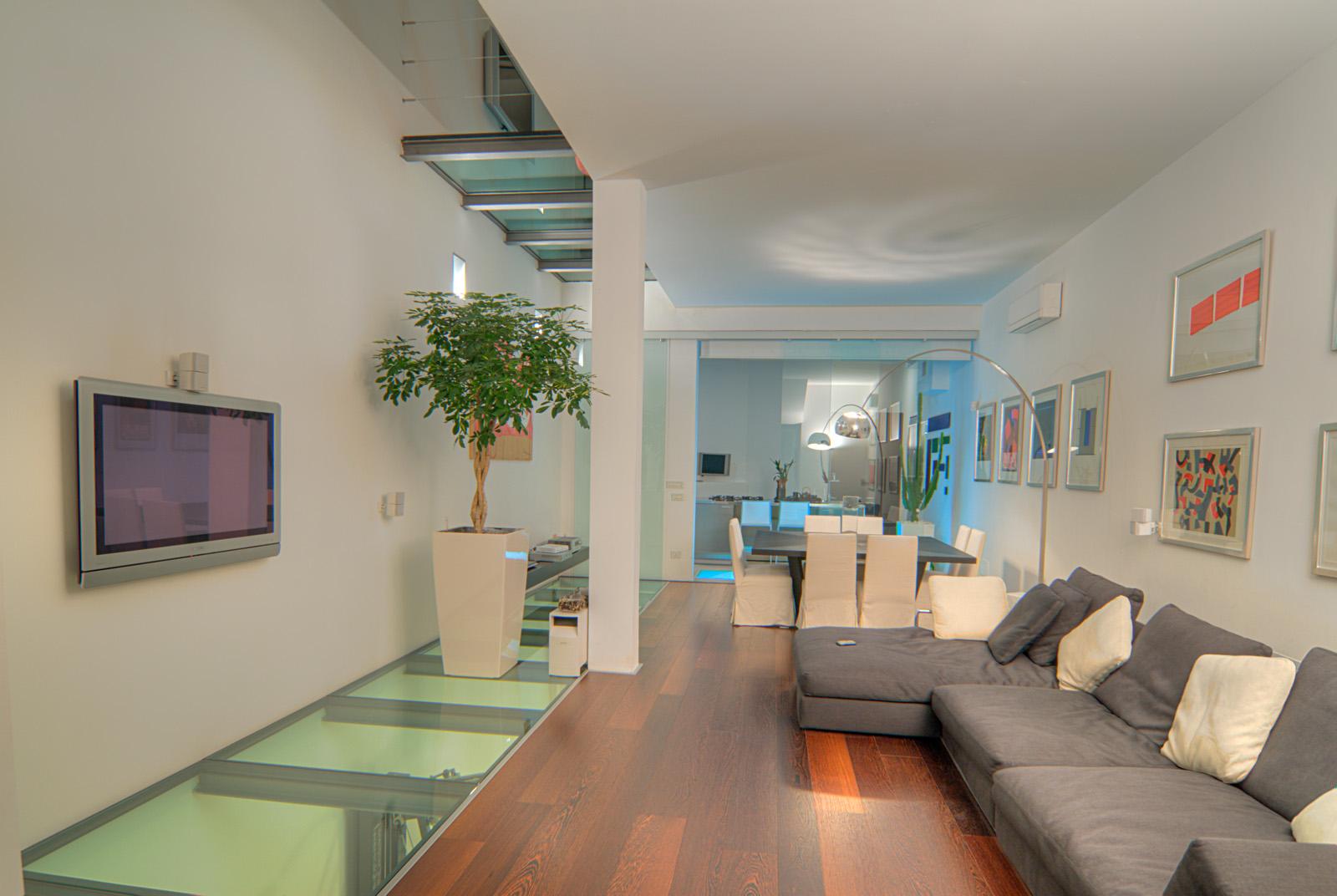 Affittasi location lussuoso loft milano miragu for Garage con piani loft gratuito