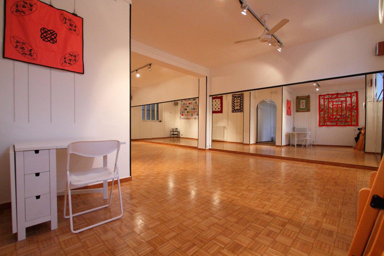 Affittasi location i coriandoli spazio per tuttologi e - Specchio a parete ...
