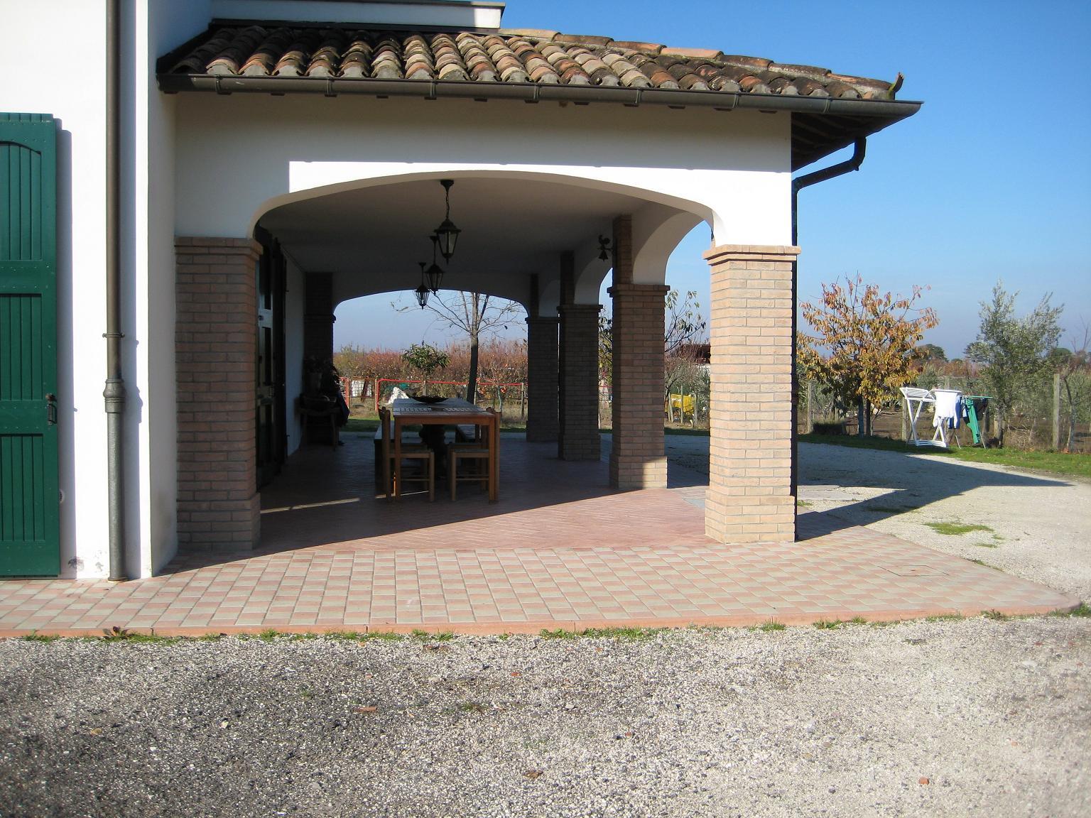 Affittasi location villa nelle campagne faentine faenza for Idee portico coloniale