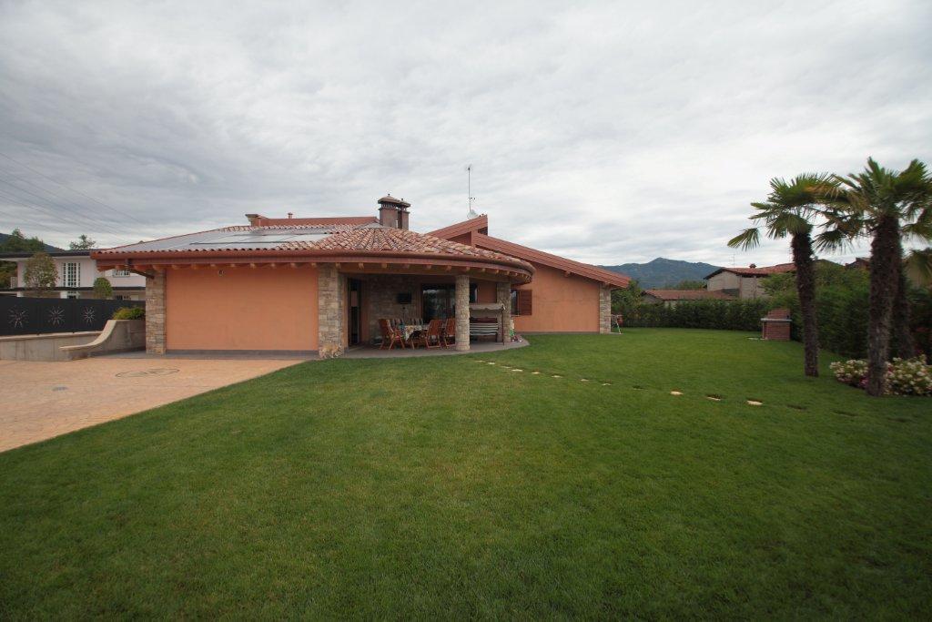 Affittasi location villa rota miragu for Incredibili case a un piano